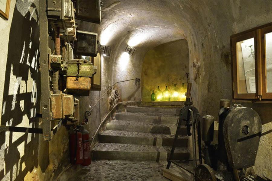 santorini-wineries-koutsogiannopoulos-wine-museum